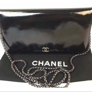 CERT.  AUTH. CHANEL CC LOGO PATENT LEATHER WALLET